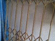 Реставрация на старинна врата на асансьор